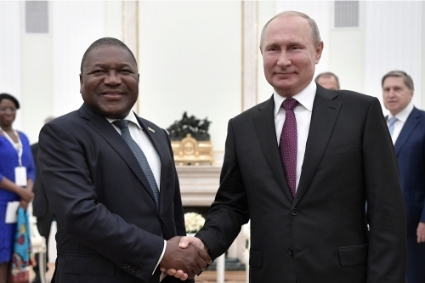 The presidents of Mozambique and Russia, Filipe Nyusi and Vladimir Putin, in Moscow, 22 August 2019.