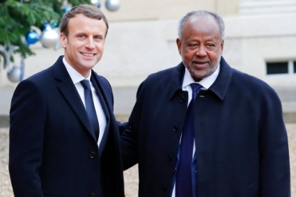 Emmanuel Macron and Ismaïl Omar Guelleh, in 2017 in Paris.