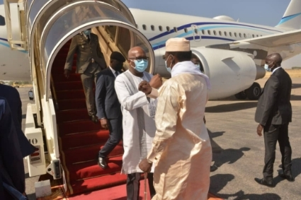 Chadian President Idriss Deby welcomes his Burkinabé counterpart Roch Marc Christian Kabore to N'Djamena on 15 February.
