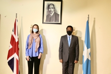UK ambassador to Somalia Kate Foster presents her credentials to President Mohamed Abdullahi Farmajo.