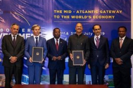 João Poppe and César Ferreira (first and second from left) at the signing of a MoU between Cape Verde and IIB in 2019.