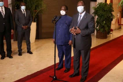 Anglais Ivorian President Alassane Ouattara (right) and former President Henri Konan Bedie during their last meeting, on November 11, 2020, at the Golf Hotel in Abidjan.