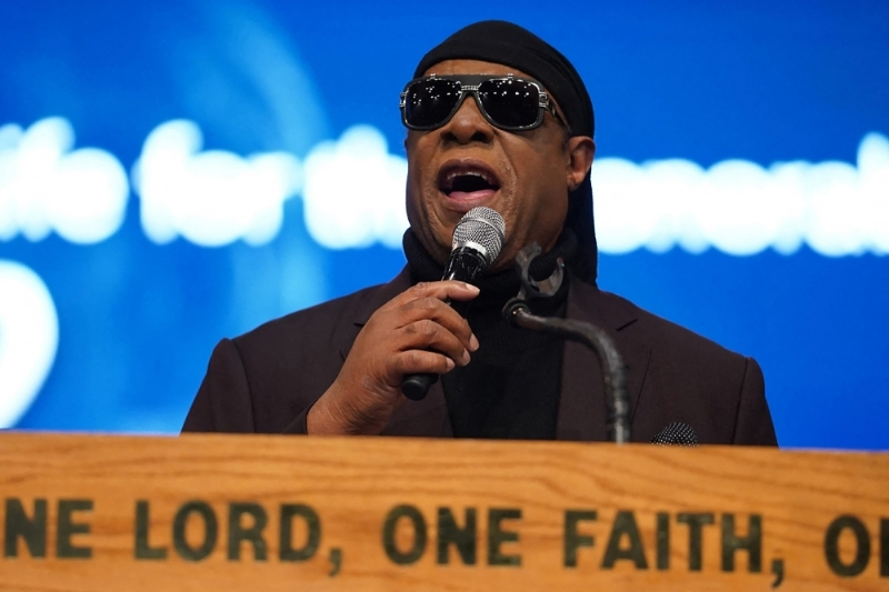 Musician Stevie Wonder announced on 24 February that he would be moving to Ghana.