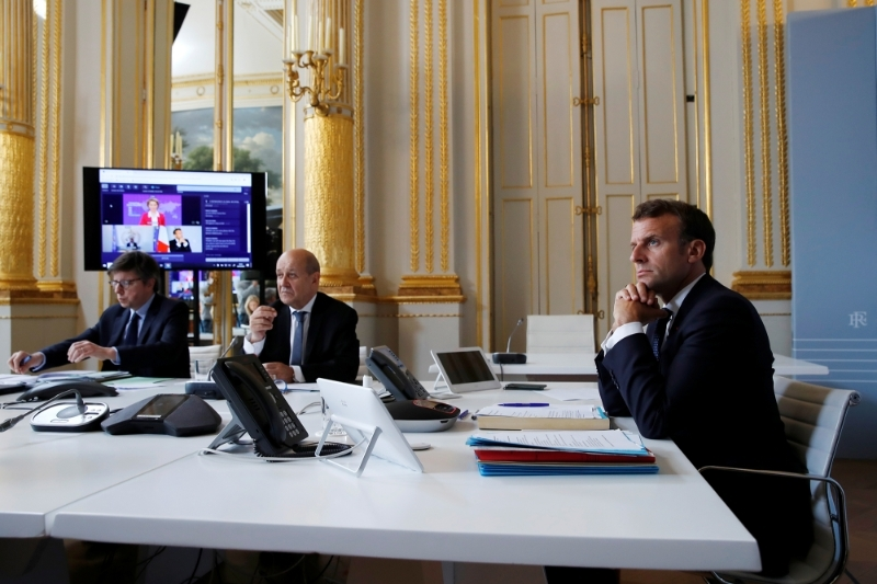 French President Emmanuel Macron and Minister of Foreign Affairs Jean-Yves Le Drian in videoconference on the Covid-19 crisis on 4 May 2020.