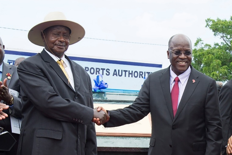 Tanzanian President John Magufuli (right) and his Ugandan counterpart Yoweri Museveni.